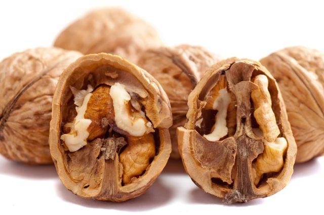 Грецкие орехи – полезные свойства и противопоказания